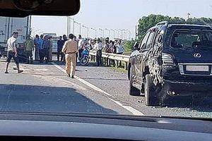 Tài xế xe Lexus bị đâm tử vong khi xuống làm việc với CSGT