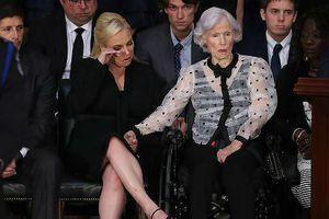 Mẹ Thượng nghị sỹ John McCain – gần 100 tuổi vẫn lái xe 'đi phượt'