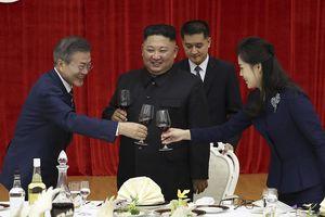 Loạt ảnh gây bất ngờ về độ hoành tráng trong lễ đón Tổng thống Hàn của Triều Tiên