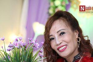 Cô dâu 61 tuổi rạng rỡ trong trang phục truyền thống trước ngày cưới