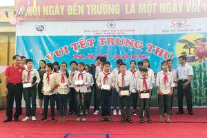 Hội Chữ thập đỏ tỉnh tổ chức chương trình vui tết trung thu tại xã Hà Đông (Hà Trung)