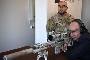 Tổng thống Putin bắn thử súng trường mới nhất của Kalashnikov