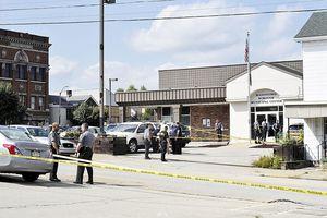 Kẻ xả súng bị tiêu diệt ngay bên ngoài tòa án