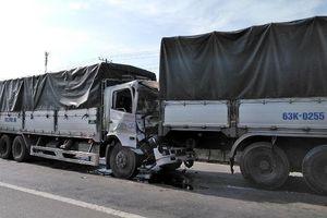 4 ô tô tải tông liên hoàn, QL1A ùn tắc nhiều km