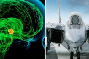 Sc: Phi công M dùng não iu khin chin u c