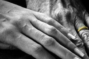 Lúc tán tỉnh người ta nói: 'Trong tình yêu không quan trọng tuổi tác...'