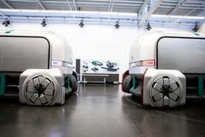 Chiêm ngưỡng xe tự lái hình thù lạ của Renault