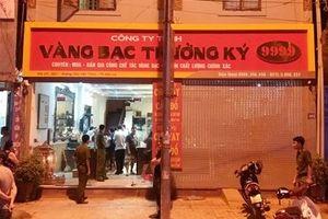 Đi xe ô tô xông vào cướp tiệm vàng ở Sơn La