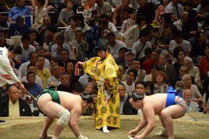 Khai mạc giải đấu Sumo Lớn Mùa thu ở Nhật Bản