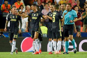 Ronaldo khóc khi lần đầu tiên nhận thẻ đỏ trực tiếp ở Champions League