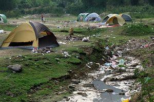 Cứ bị xả ngập rác thế này, hồ Hàm Lợn có còn là điểm đến ưa thích?