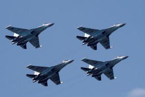 Trung Quốc hứng đòn trừng phạt từ Mỹ vì mua tên lửa, chiến cơ của Nga