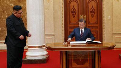 Những khoảnh khắc sau ngày gặp đầu giữa ông Moon và Kim Jong Un