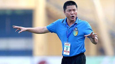 Sau sự cố sân Pleiku, HLV Chu Đinh Nghiêm nói gì trong ngày trở lại?