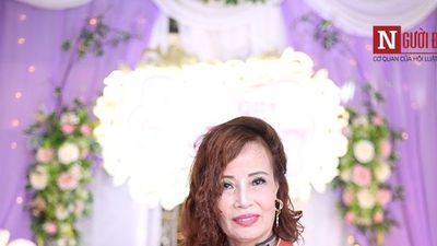 Clip: Cô dâu 61 tuổi bật khóc nói về bộ trang phục mẹ chồng tặng