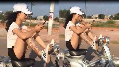 Clip: Bức xúc cảnh thiếu nữ xăm trổ, lái xe máy… bằng chân