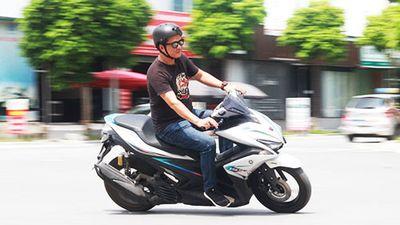 Cầm lái Yamaha NVX 155 mới giá 52,7 triệu tại VIệt Nam