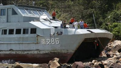 Tàu hải quân Trung Quốc mắc cạn trong bão Mangkhut