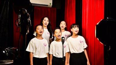 Xúc động xem MV 'Giữ lấy tuổi thơ' lên án nạn bạo hành, xâm hại trẻ em