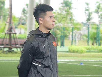 Trước khi U23 Việt Nam bước vào buổi tập diễn ra chiều 27/7, huấn luyện viên Park Hang-seo không đồng ý cho trung vệ Đình Trọng tập luyện bởi lo ngại chấn thương của cầu thủ này.