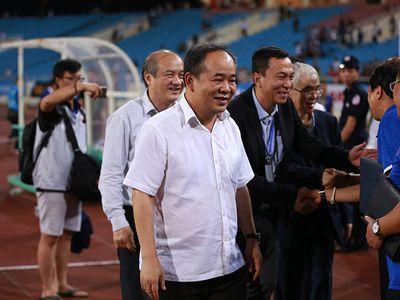 Ngay sau trận thắng U23 Palestine ở ngày ra quân giải U23 quốc tế- Cup Vinaphone 2018, Thứ trưởng Bộ VH, TT&DL Lê Khánh Hải cùng các quan chức VFF đã xuống sân chúc mừng và thưởng nóng cho thầy trò HLV Park Hang Seo.