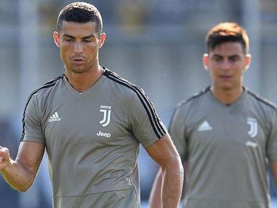 Sau sự ra đi của Gonzalo Higuain, 'Messi mới' Paulo Dybala được Cristiano Ronaldo chọn làm bạn đồng hành trong mỗi buổi tập.