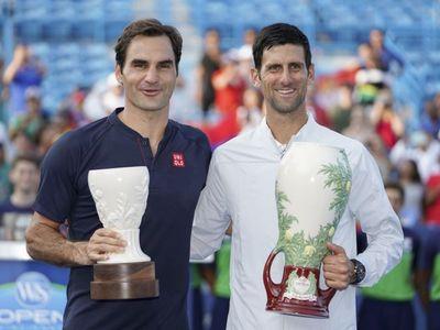 Trước thềm giải đấu Laver Cup, một số tay vợt nam đã có buổi giao lưu tại thành phố Chicago, Mỹ. John Isner mới lên chức cha, và Roger Federer cùng Novak Djokovic cũng đã không bỏ lỡ cơ hội để chia vui với tay vợt người Mỹ.