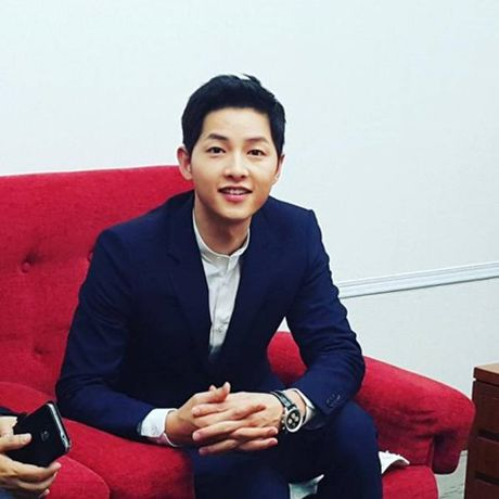 Song Joong Ki noi ve tin don hen ho Song Hye Kyo tren kenh thoi su - Anh 3