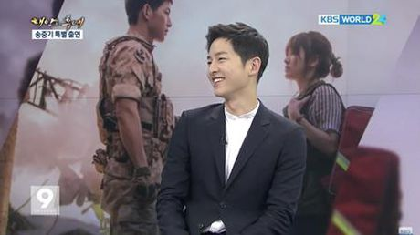 Song Joong Ki noi ve tin don hen ho Song Hye Kyo tren kenh thoi su - Anh 5