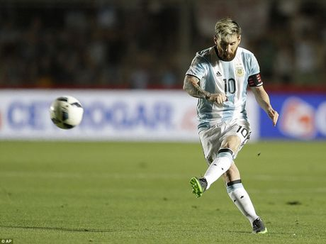 Messi sut phat tuyet dinh, Argentina thang dam Colombia - Anh 1