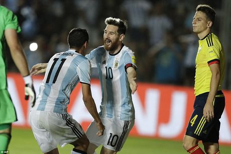 Messi sut phat tuyet dinh, Argentina thang dam Colombia - Anh 2