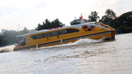 Can canh tau bus duong song dau tien o Sai Gon vua ha thuy - Anh 11