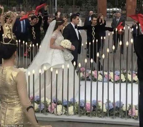Thien duong hoa trong dam cuoi trieu do cua thieu gia Nga - Anh 6
