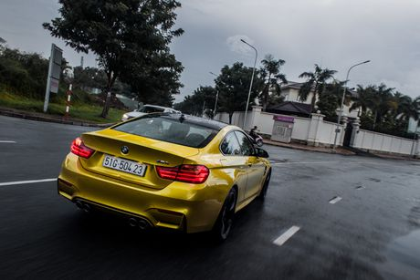 Hinh anh BMW M4 Coupe 'mau doc' Yellow Austin dao pho Sai Gon - Anh 10