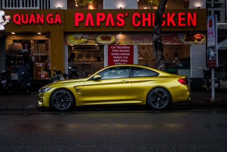 Hinh anh BMW M4 Coupe 'mau doc' Yellow Austin dao pho Sai Gon - Anh 2
