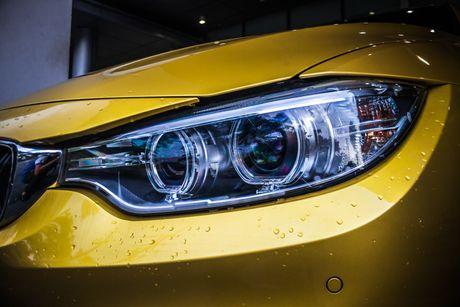 Hinh anh BMW M4 Coupe 'mau doc' Yellow Austin dao pho Sai Gon - Anh 4
